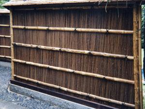 杉皮屋根付萩垣